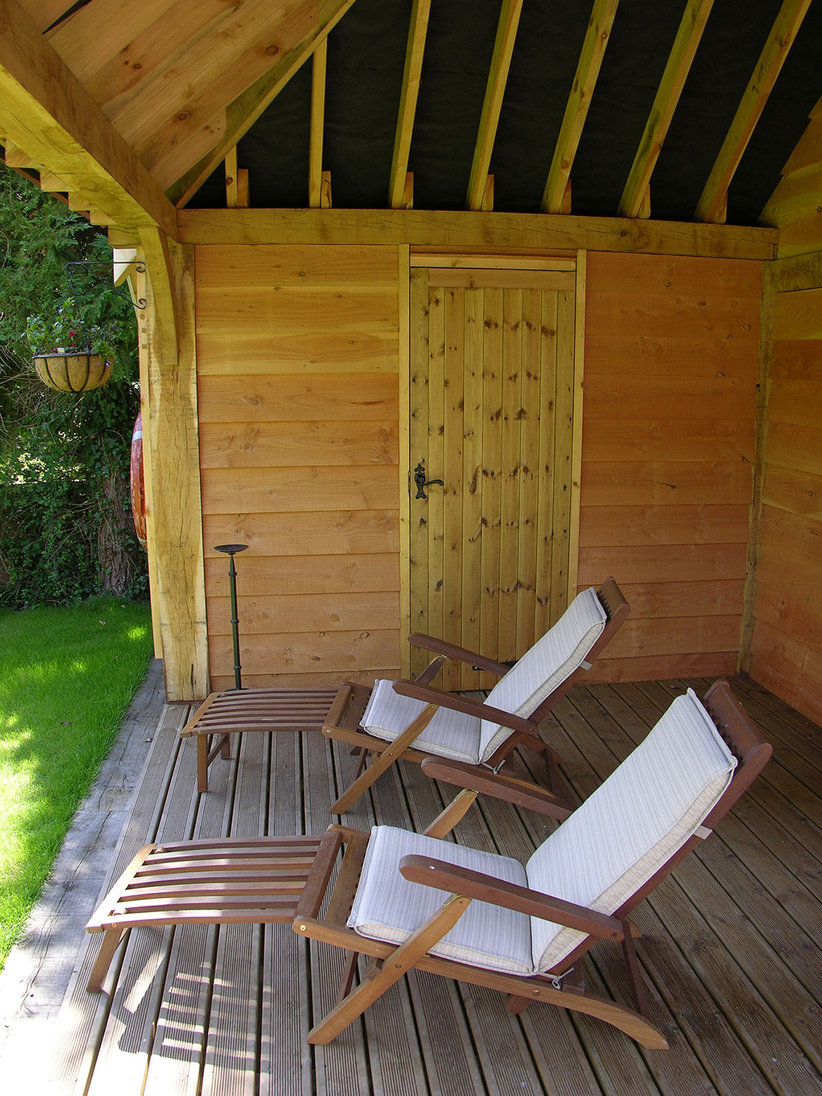 Small buildings and garden rooms brookwood oak barns for Garden room definition