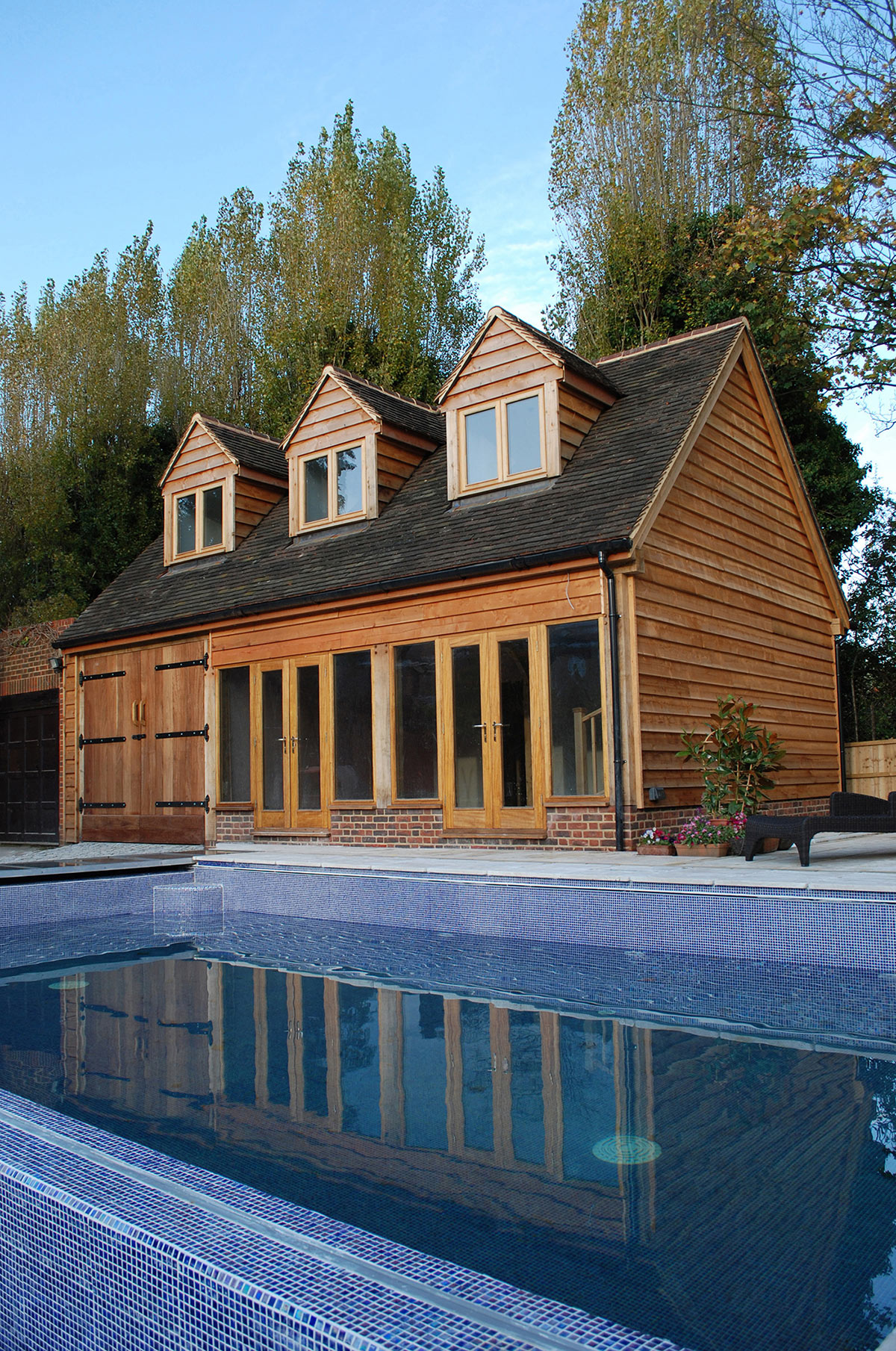 This building is utilized as a changing room facility however it is possible to have an oak frame enclosing your swimming pool.