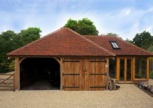 This multi-purpose outbuilding consists of a two-bay frame (K45) used as a garage and workshop area, and a bespoke frame with glazed elevations which is used as a craft studio.
